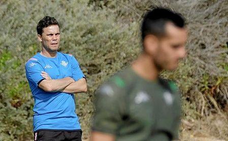 Rubi, con Juanmi en primer plano, tiene complicado poder contar con Borja Iglesias.