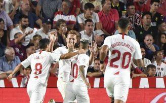 De Jong celebra con Jordán un gol que pudo -y debió- marcar él.