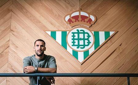 Pedraza posa para ESTADIO Deportivo en la ciudad deportiva del Betis.