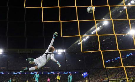 El Nápoles tumba al campeón; Ter Stegen salva al Barça