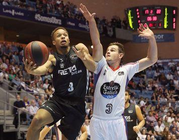 98-96. Obradoiro logra su primer triunfo tras dos prórrogas ante Bilbao Basket
