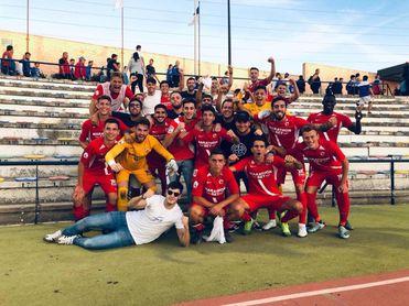 El Sevilla Atlético celebra la proeza de ganar en el estadio del líder.