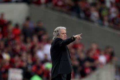El Flamengo se escapa en la liga brasileña gracias al empate del Palmeiras