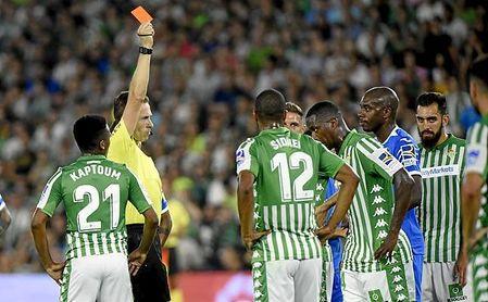 Carvalho lleva tres amarillas y una roja, más que ningún otro jugador en LaLiga.
