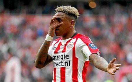 Bergwijn celebra un gol con el PSV