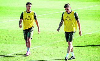 Ismael y Javi García, entrenándose con el Betis.