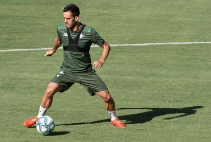 Juanmi y Carvalho, únicas bajas en el entrenamiento del Betis