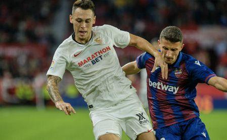 Chicharito tuvo su primera titularidad en La Liga con el Sevilla