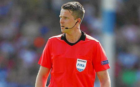 Thorarinsson, árbitro del Sevilla en Europa.