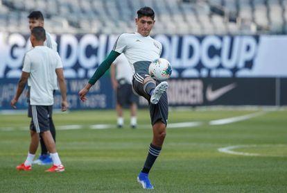 Edson Álvarez abandona práctica de México por molestias musculares