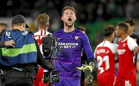 El Sevilla premió a Vaclík por su buen rendimiento, pero aún no le ha propuesto renovar.