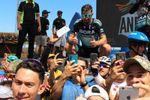 Sagan lidera prueba en Colombia rodeado de unos 1.500 ciclistas aficionados