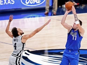 Doncic coloca a Mavericks en la elite; palizas de Clippers y Raptors