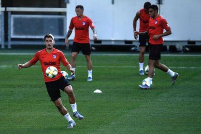 El croata Vrsaljko se entrena por primera vez con el grupo desde su regreso