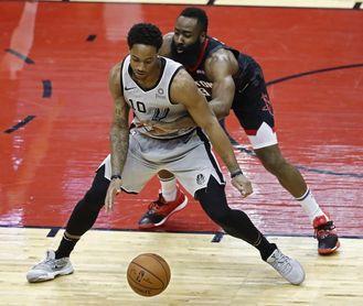 135-133. Walker IV y los Spurs sobreviven a los 50 puntos de Harden