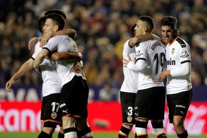 2-4. El Valencia remonta un 2-0 y se lleva el derbi con autoridad