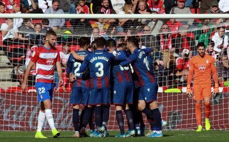 1-2. La pegada del Levante deja sin puntos al Granada