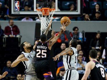 126-104. DeRozan y los triples de Spurs cortan la racha triunfal de Bucks