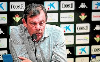 El director deportivo del Real Betis, Juanma Rodríguez, trabaja en la llegada de un jugador que refuerce el perímetro.
