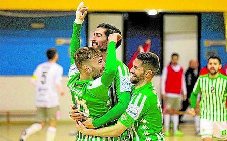 Los jugadores verdiblancos celebran un triunfo in extremis que les mete en cuartos de final de la Copa del Rey.