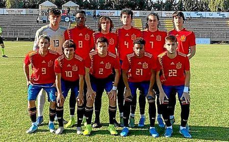 Carlos Álvarez, con el '10', jugó la primera parte del amistoso España-Italia.