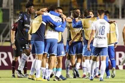 Un penalti agóico clasifica a Vélez a la segunda fase de la Copa Sudamericana
