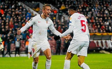 De Jong, asistente, y En-Nesyri, autor del gol, celebran el tanto del empate.