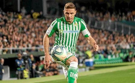 Joaquín controla el balón en un lance del partido ante el Mallorca.