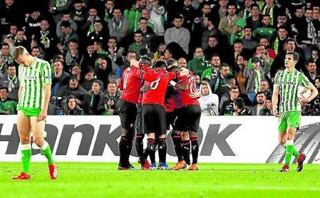 El Rennes se impuso al Betis en el Villamarín por 1-3.