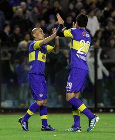 Boca Juniors goleó a Colón y deja la definición de la Superliga en suspenso