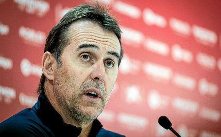 Lopetegui, técnico del Sevilla, en una rueda de prensa.