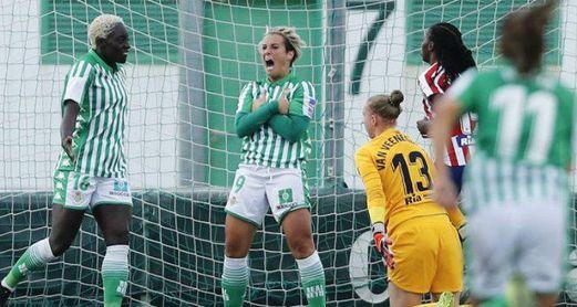 La atacante verdiblanca celebra su tanto ante el Atlético de Madrid en liga.