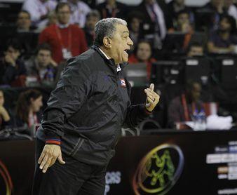 El técnico de baloncesto puertorriqueño Flor Meléndez contagiado de COVID-19