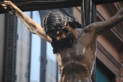 Cristo de la Buena Muerte de la Hermandad de los Estudiantes.