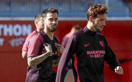 Suso, junto a Franco Vázquez, en el entrenamiento del Sevilla.