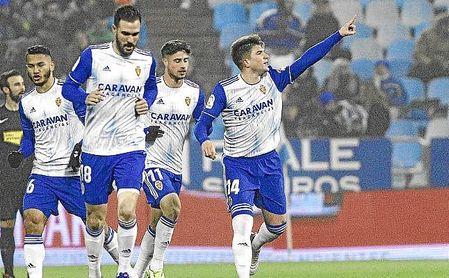 Raúl Guti celebra un gol con el Zaragoza.