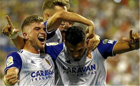 Raúl Guti y Luis Suárez celebran uno de los 17 goles que el colombiano suma con el Zaragoza este curso.