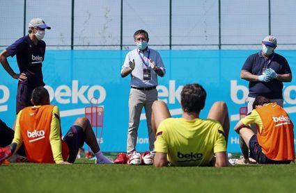 Bartomeu visita el entrenamiento del primer equipo del Barcelona