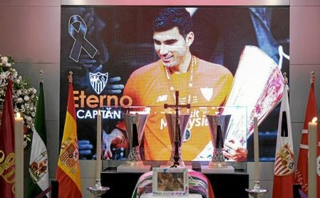 Capilla ardiente de José Antonio Reyes instalada en el estadio Ramón Sánchez-Pizjuán.