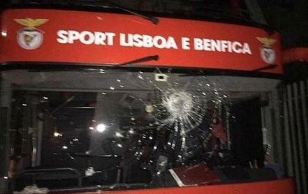 Apedreado el autobús del Benfica, con Zivkovic y Weigl heridos