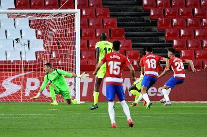 2-1 . Carlos Fernández noquea al Getafe con un doblete