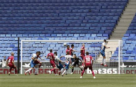 2-0. Monólogo del Espanyol frente a un Alavés con diez