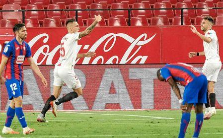 Lucas Ocampos celebra su gol ante el Eibar.