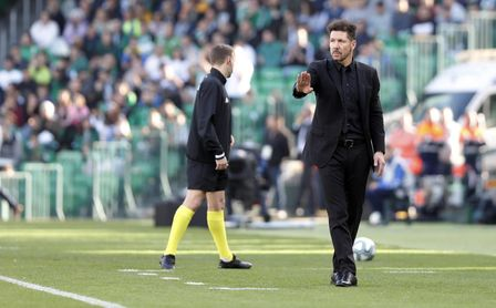 """Simeone: """"El Betis juega bien al fútbol y ha mejorado bastante"""""""