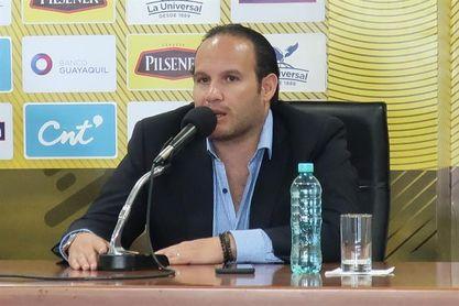 La Federación de Fútbol de Ecuador hermética tras la reunión de su dividido directorio