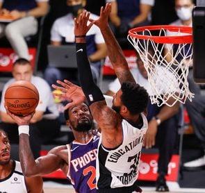 114-99. Ayton y Booker mantienen invictos a los Suns