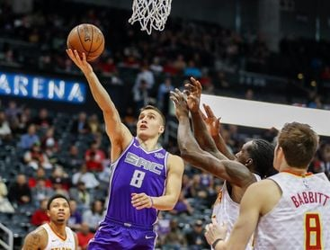 140-125. Bogdanovic y Fox lideran el ataque de los Kings en su primer triunfo de reinicio de temporada