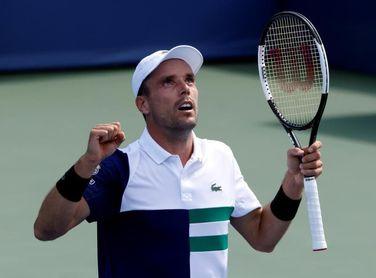 El español Bautista Agut elimina al campeón Medvedev y avanza a las semifinales