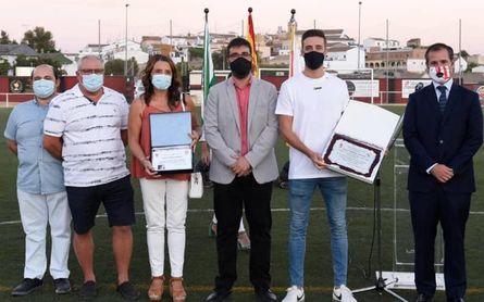Gerena homenajea a Genaro por la Europa League