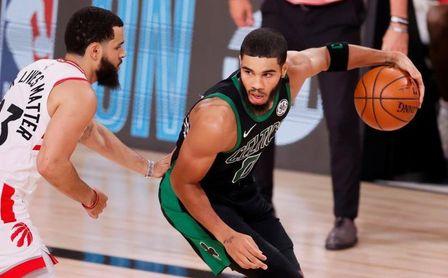 Los Celtics destronan a los Raptors en el Este; los Nuggets dan suspense en el Oeste